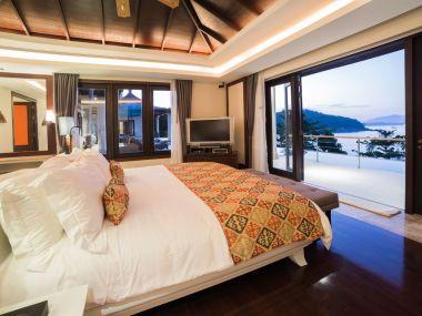 10-Luxury-Beachfront-Vacation-Villas-Rentals-in-Phuket-Thailand-04