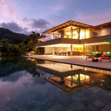 10-Luxury-Beachfront-Vacation-Villas-Rentals-in-Phuket-Thailand-08