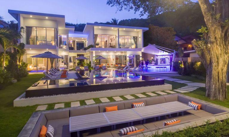 10-Luxury-Beachfront-Vacation-Villas-Rentals-in-Phuket-Thailand-09