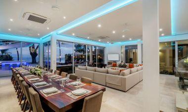 10-Luxury-Beachfront-Vacation-Villas-Rentals-in-Phuket-Thailand-12
