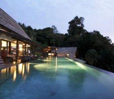 10-Luxury-Beachfront-Vacation-Villas-Rentals-in-Phuket-Thailand-19
