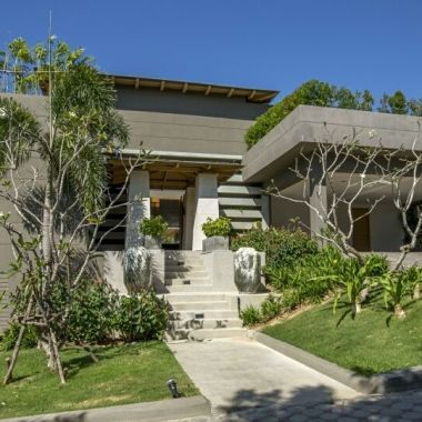 10-Luxury-Beachfront-Vacation-Villas-Rentals-in-Phuket-Thailand-32