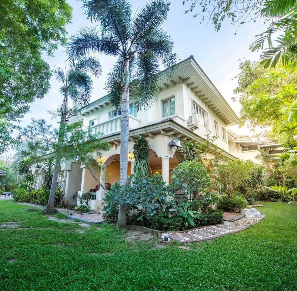 Bangkok Grand Villa with Private Pool Vacation Rentals in Bangkok 01