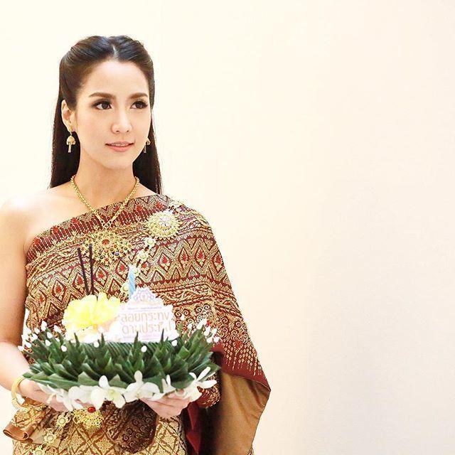 Loi-Krathong-Festival-Bangkok-Thailand