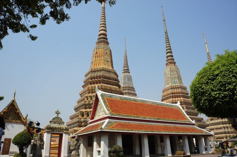 Wat-Pho-Wat-Phra-Chetuphon-Wimon-Mangkhalaram-Tha-Tian-Bangkok-Thailand